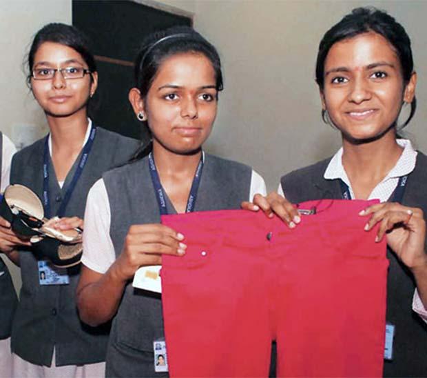 Jóvenes de la india inventan dispositivo antiviolación
