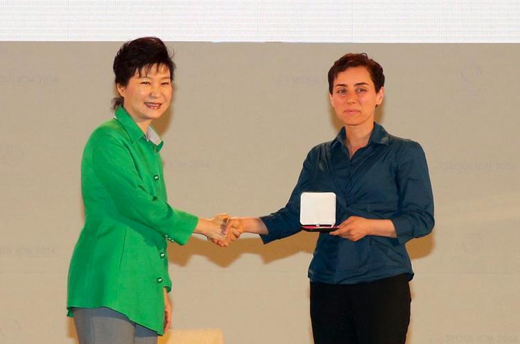 """Maryam Mirzakhani: primera mujer que gana el """"nobel"""" de matemáticas"""