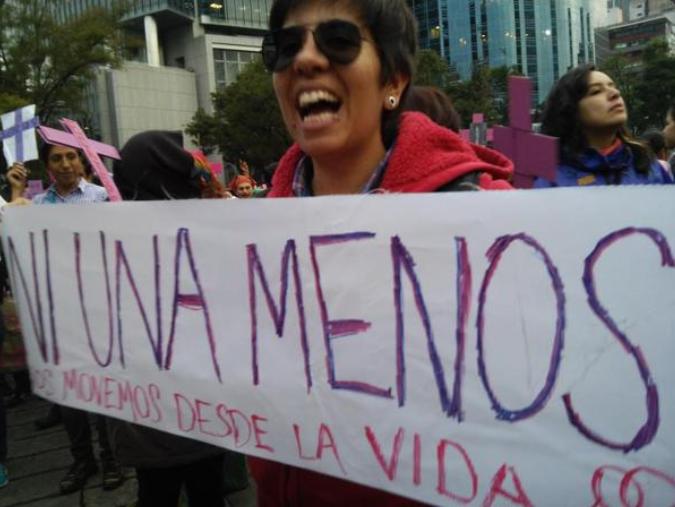Marcha contingente feminista contra crímenes de Estado