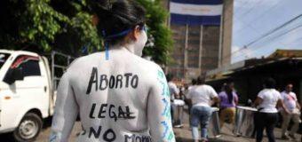 Activistas salvadoreñas luchan para despenalizar el aborto