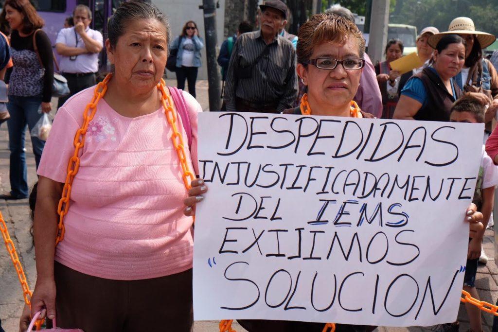 Trabajadoras en un acto de protesta afuera de la CDHCDMX